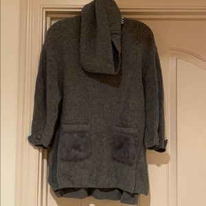 Sweater with fur pockets